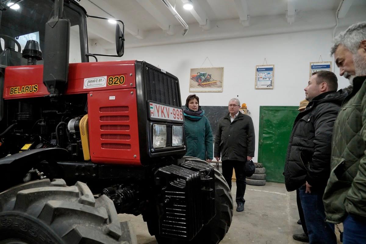 Fazekas Sándor sz FM fenntartású iskolák igazgatóival egyeztetett Kenderesen